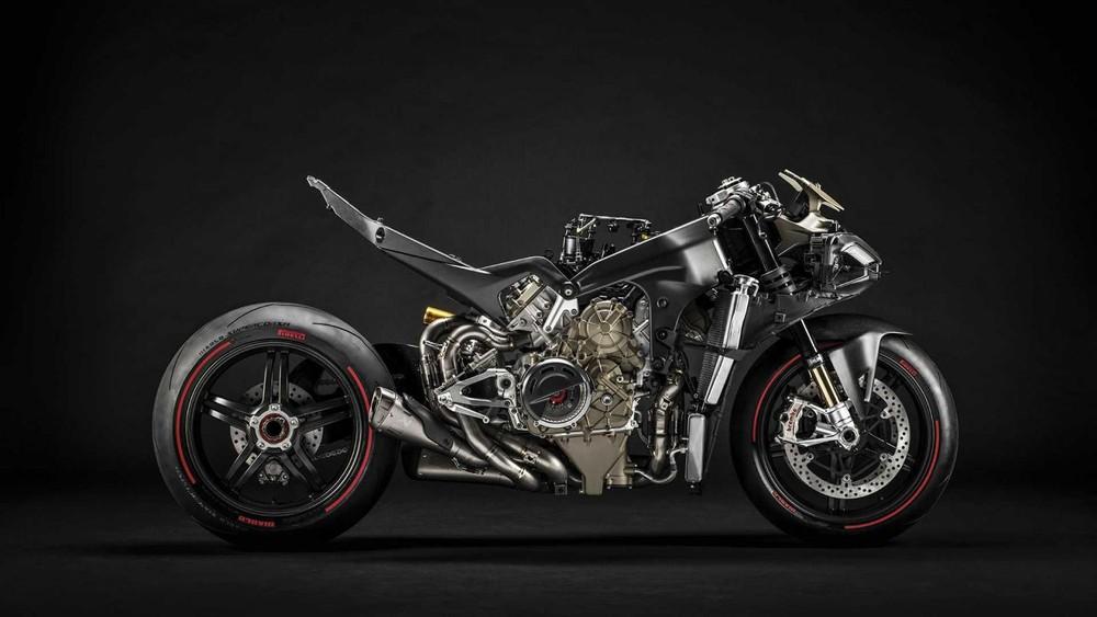 Ducati Superleggera V4 trang bị khung sườn, càng sau và bộ vành bằng sợi carbon