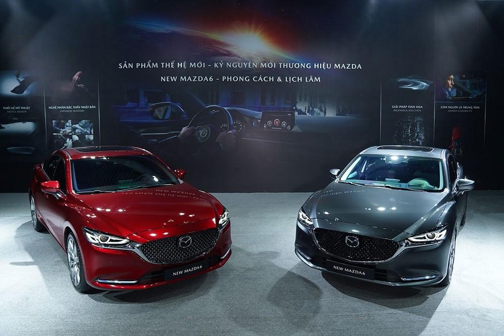 Người dùng có thể lựa chọn mua thêm gói option cao cấp đối với 2 phiên bản 2.0L Premium và 2.5L Signature Premium của Mazda6 2020