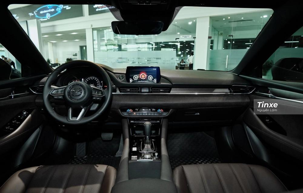 Phải thêm gói option cao cấp, nội thất của Mazda6 2.5L Signature Premium 2020 mới có tùy chọn bọc da Nappa màu nâu