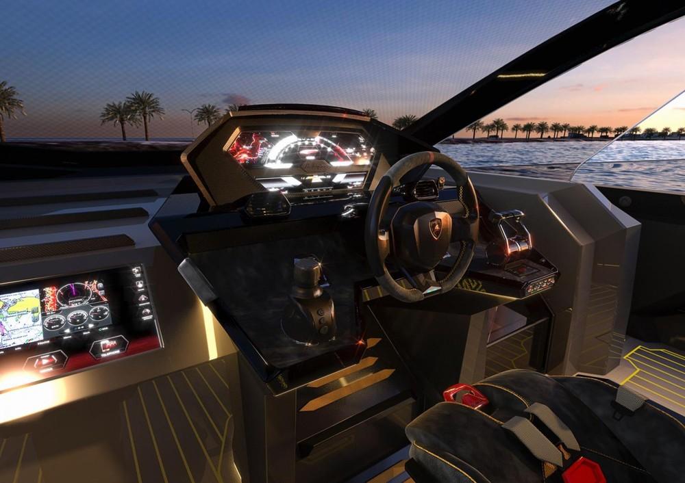 Hệ thống điều khiển du thuyền trông giống như điều khiển siêu xe Ý