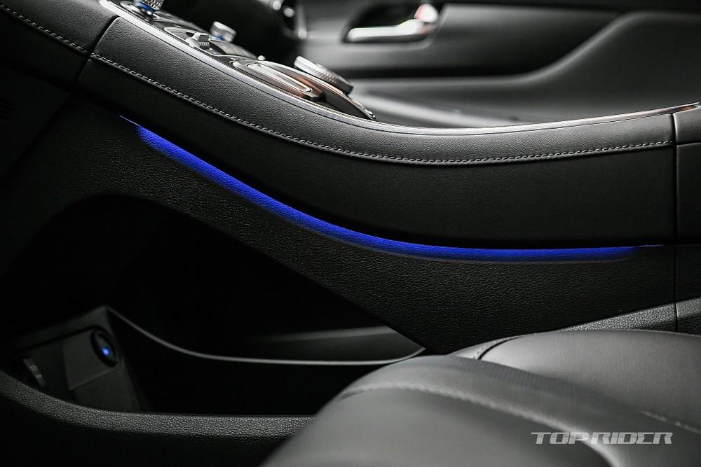 Hyundai Santa Fe 2021 bản cao cấp nhất có hệ thống đèn viền 64 màu