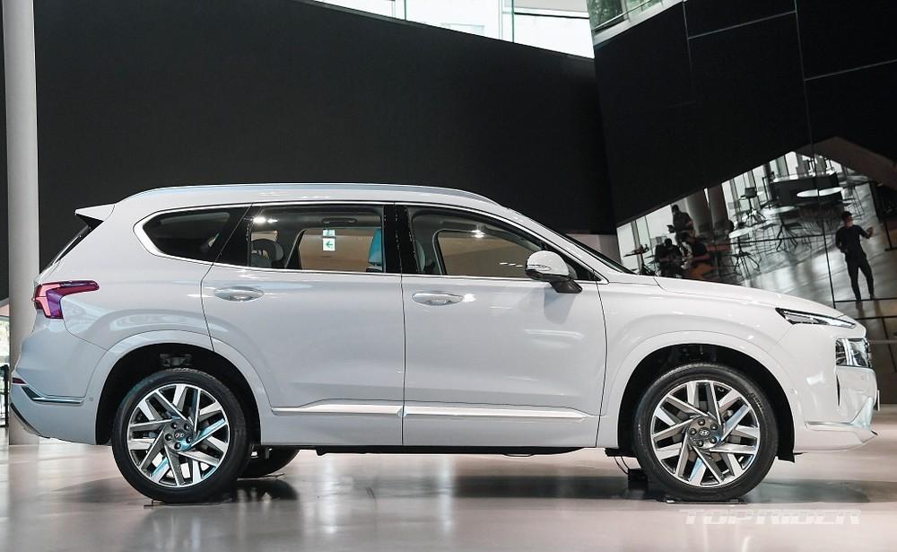 Dù chỉ là phiên bản facelift nhưng Hyundai Santa Fe 2021 lại được phát triển trên cơ sở gầm bệ mới