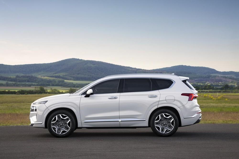 Chỉ là phiên bản nâng cấp giữa vòng đời nhưng Hyundai Santa Fe 2021 lại được trang bị cơ sở gầm bệ mới