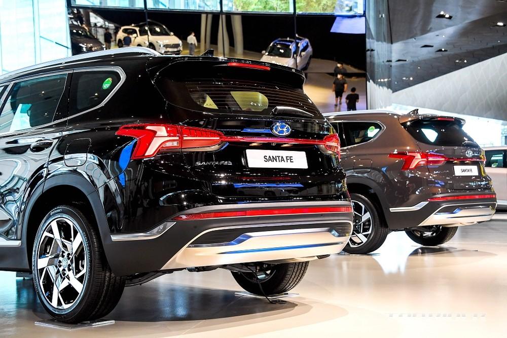 Cụm đèn hậu cải tiến của Hyundai Santa Fe 2021