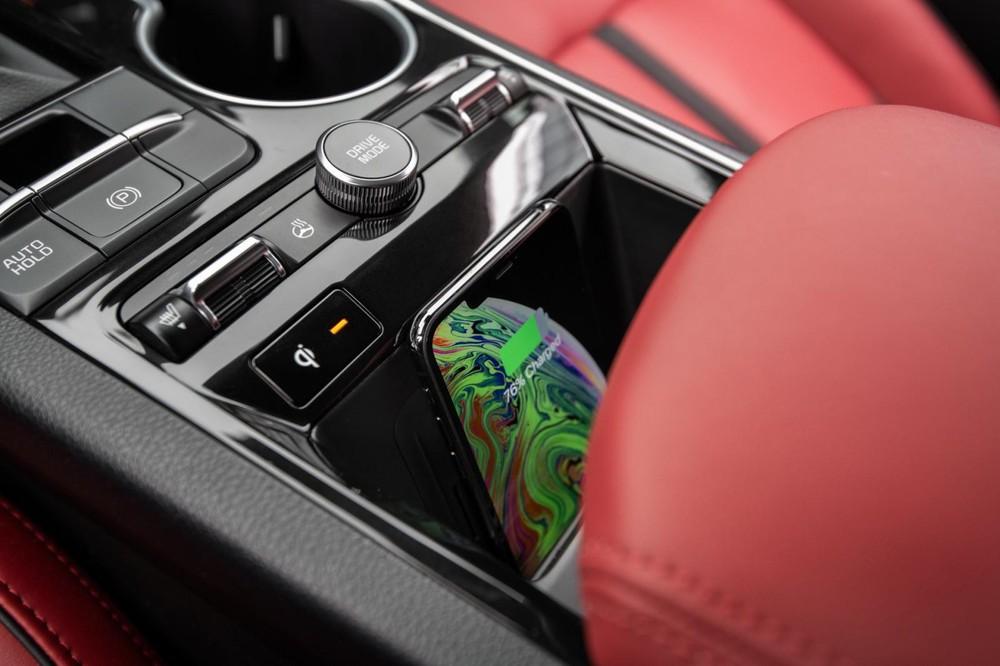 Sạc điện thoại thông minh không dây của Kia K5 mới