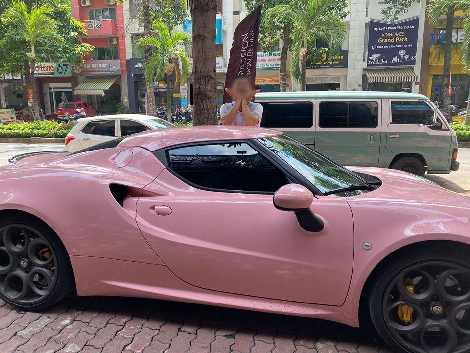 Chủ nhân của xe là một người rất yêu thích các mẫu siêu xe và xe thể thao tốc độ nhưng rất kín tiếng trong cách chơi xe của mình