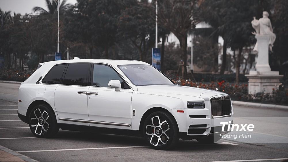 Rolls-Royce Cullinan chính hãng duy nhất Việt Nam