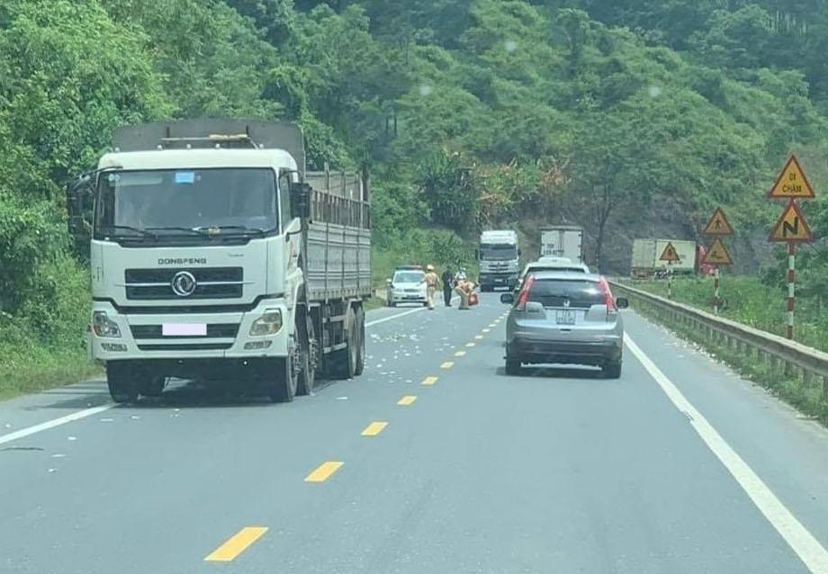 Hiện trường vụ tai nạn xảy ra ở Quốc lộ 1A đoạn qua tỉnh Lạng Sơn vào sáng hôm qua