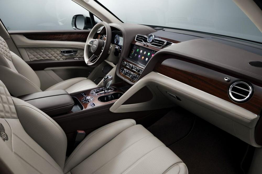 Khoang lái Bentayga 2021 facelift