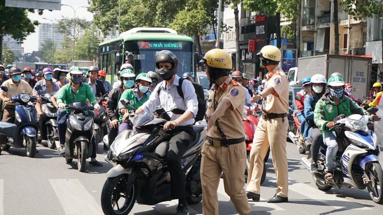 Từ hôm nay, người vi phạm giao thông có thể nộp phạt qua hình thức trực tuyến trên toàn quốc