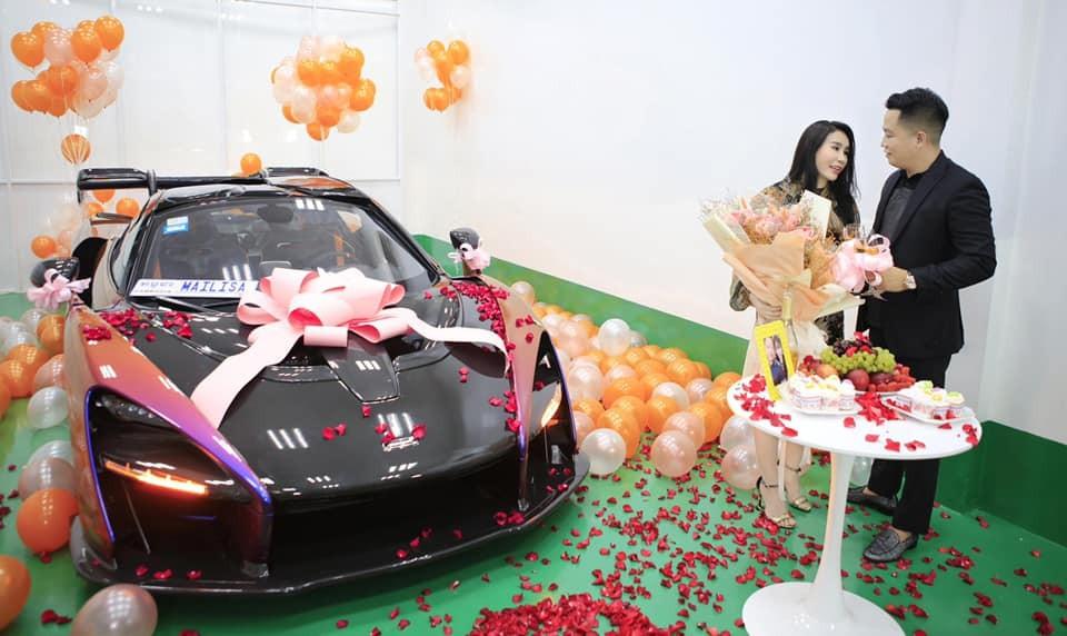 Hai vợ chồng doanh nhân quận 12 cùng chiếc siêu xe triệu đô McLaren Senna mới về Việt Nam