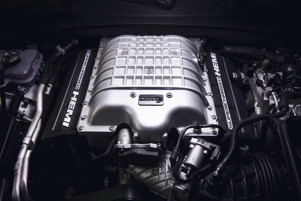 Động cơ HEMI V8 6.2L trên Dodge Charger SRT Hellcat Redeye