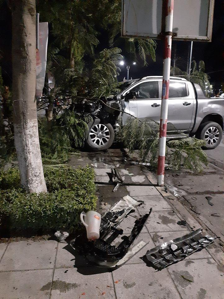 Chiếc Ford Ranger bị hư hỏng nặng sau vụ tai nạn