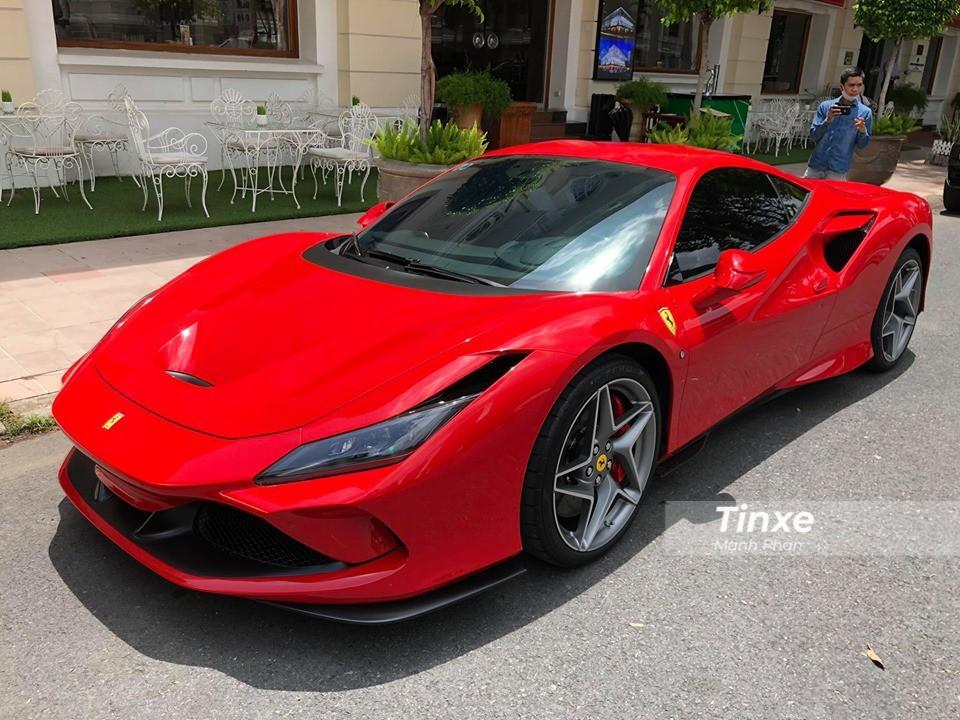 Siêu xe Ferrari F8 Tributo mới tinh của Cường Đô-la