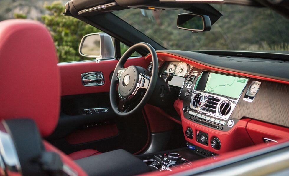 Khoang lái xe siêu sang mui trần Rolls-Royce Dawn