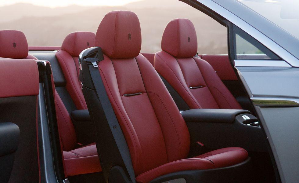 Rolls-Royce Dawn có thiết kế 2+2