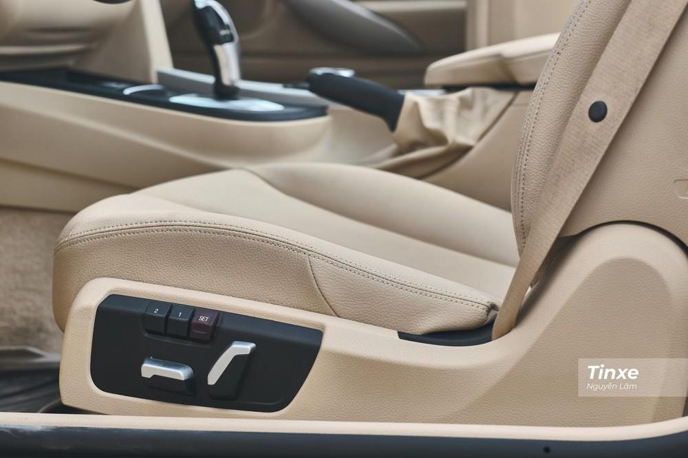 Hàng ghế trước chỉnh điện, ghế lái có chức năng nhớ 2 vị trí