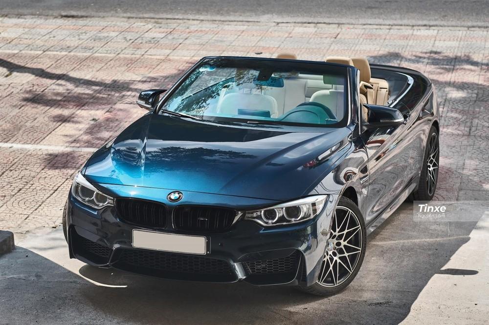 Mui xe BMW 420i Convertible 2016 có thể được đóng/mở khi xe đang di chuyển ở vận tốc thấp với thao tác đóng/mở mui mất gần 20 giây