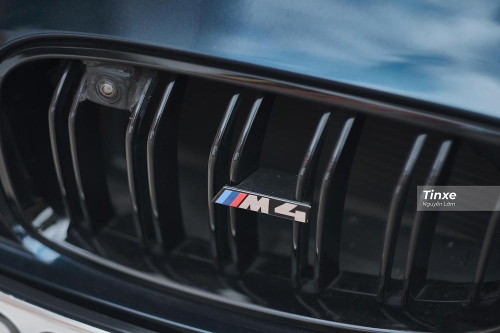 Lưới tản nhiệt gắn logo M4