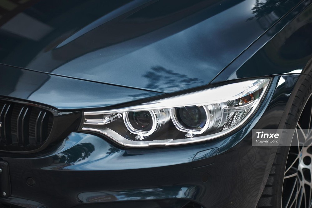 Xe được trang bị cụm đèn LED với dải đèn LED định vị ban ngày