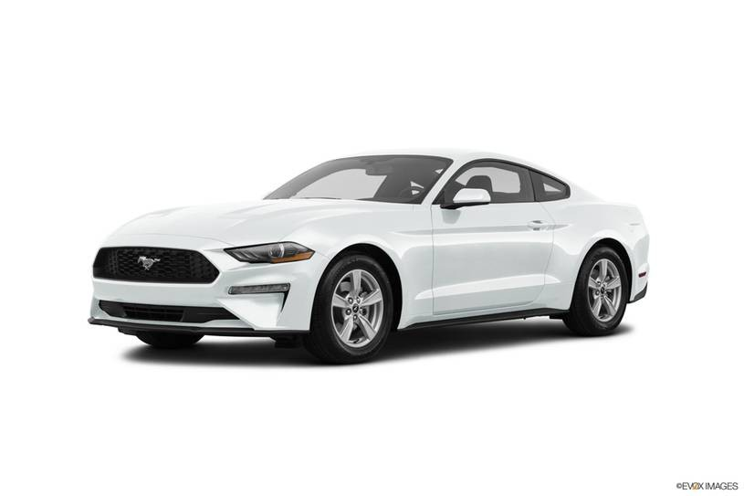 Ford Mustang trắng