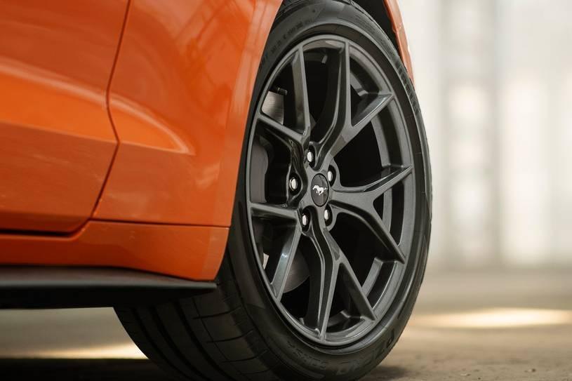 Giá xe Ford Mustang