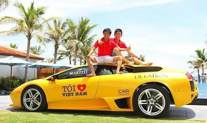 Cường Đô-la cùng Minh Nhựa trong hành trình siêu xe Car Passion vào năm 2011. Đây là hành trình Car Passion có sự góp mặt chung của đôi bạn thân này