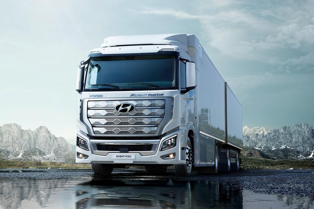 Hyundai XCIENT Fuel Cell là một mẫu xe đầu kéosử dụng pin nhiên liệu hydro sản xuất hàng loạt đầu tiên trên thế giới
