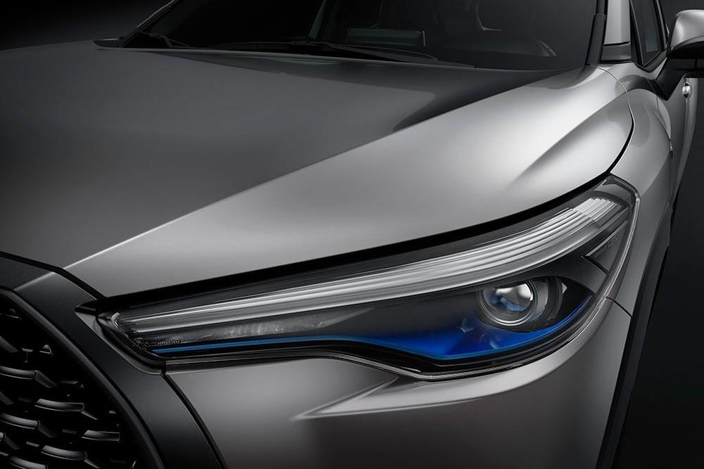 Xe được trang bị cụm đèn chiếu sáng trước dạng LED, có tích hợp dải đèn LED định vị ban ngày
