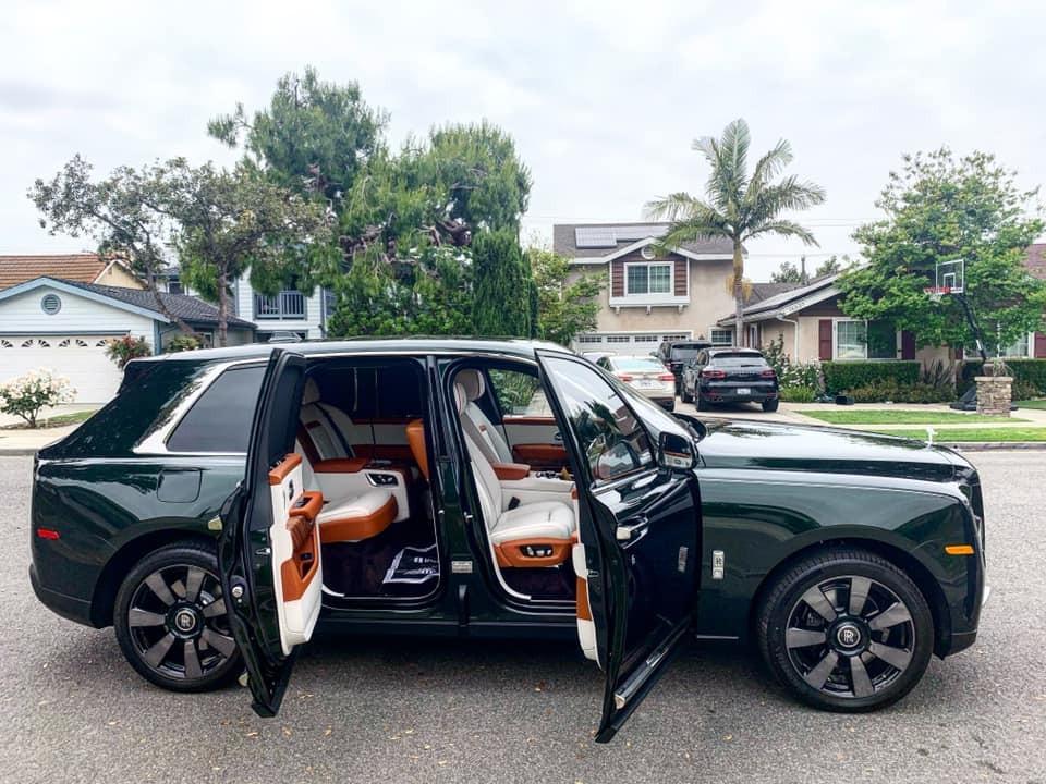 Rolls-Royce Cullinan màu xanh ngọc lục bảo