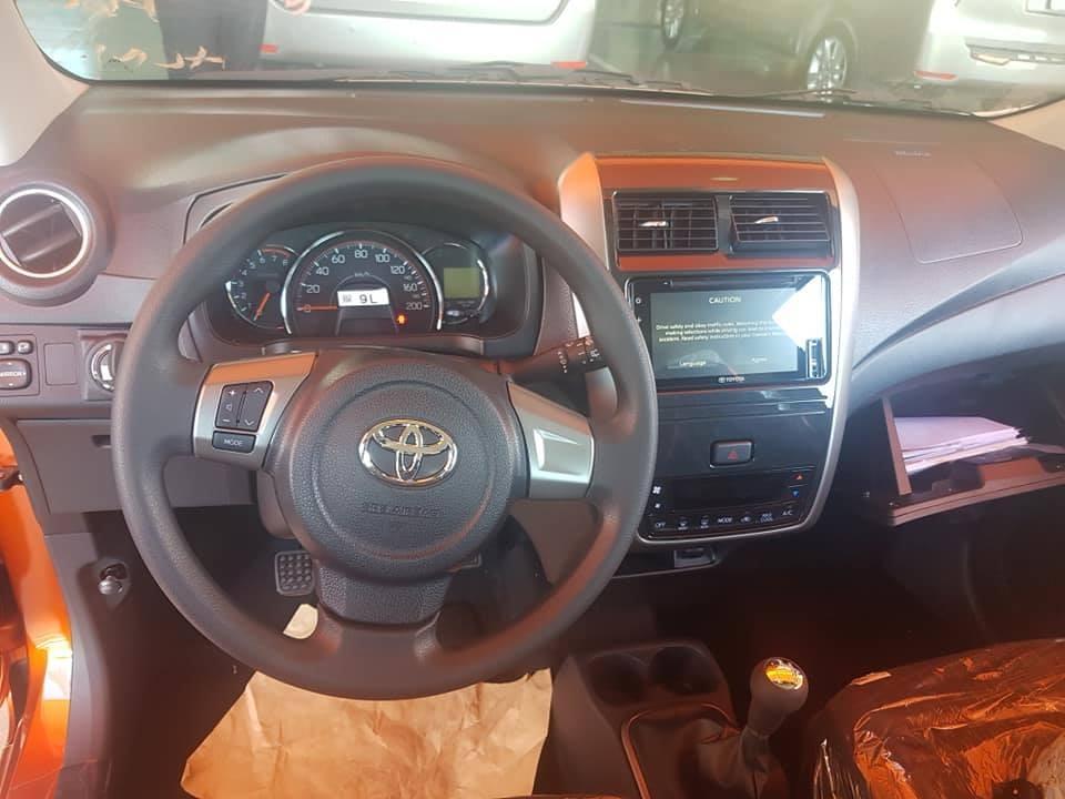 Nội thất của bản số sàn MT trên Toyota Wigo 2020 sở hữu trang bị không kém gì phiên bản số tự động AT