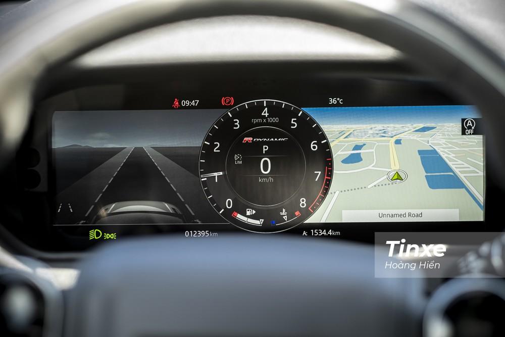 Phía sau vô-lăng là một màn hình điện tử cho phép hiển thị đa thông tin giúp người lái thuận tiện hơn khi vận hành xe.