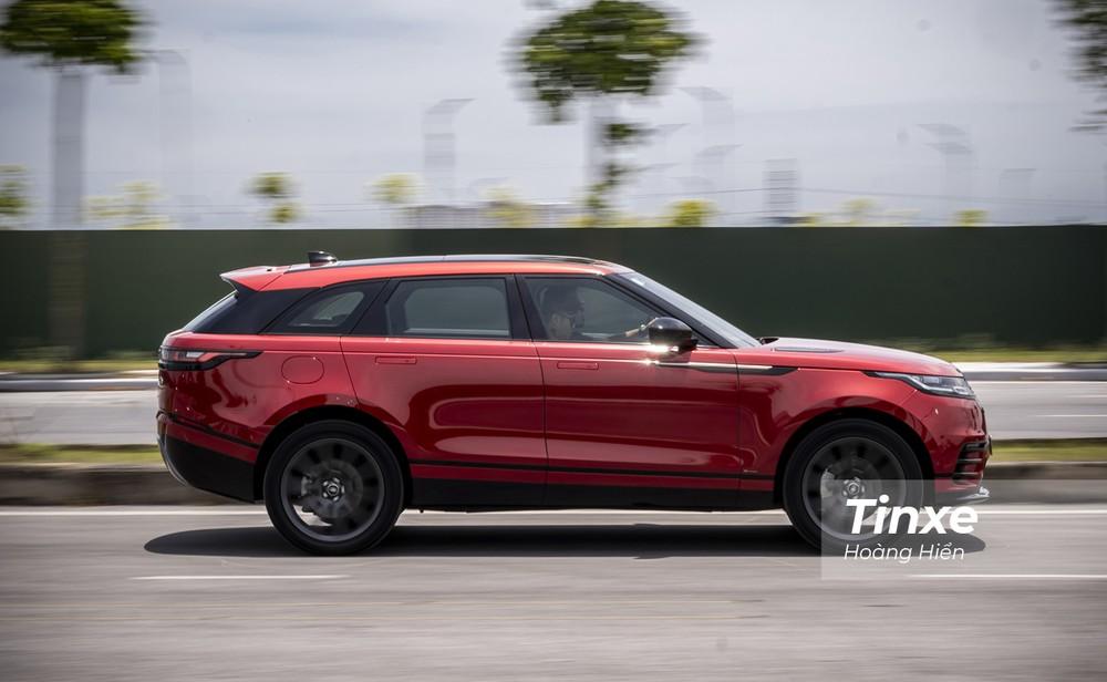 Kết hợp cùng hộp số tự động 8 cấp và hệ dẫn động bốn bánh toàn thời gian AWD, Range Rover Velar có thể tăng tốc từ 0-100km/h chỉ trong 6,7 giây trước khi đạt tốc độ tối đa 217 km/h.