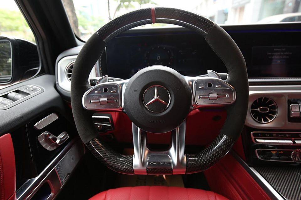 Vô lăng của Mercedes-AMG G63 2020 này có da Nappa bọc thêm carbon