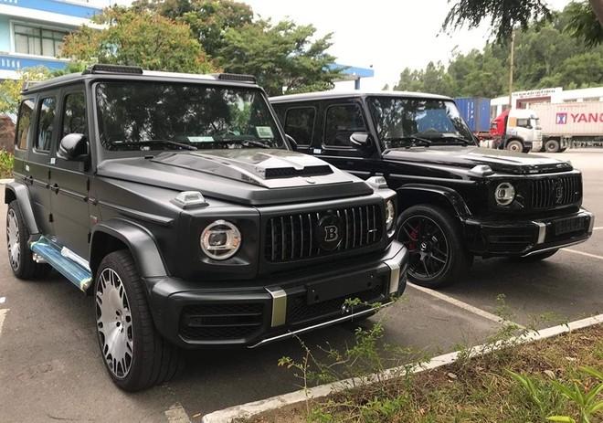 Cặp đôi Brabus 700 Widestar (bên phải) và Brabus 800 Widestar
