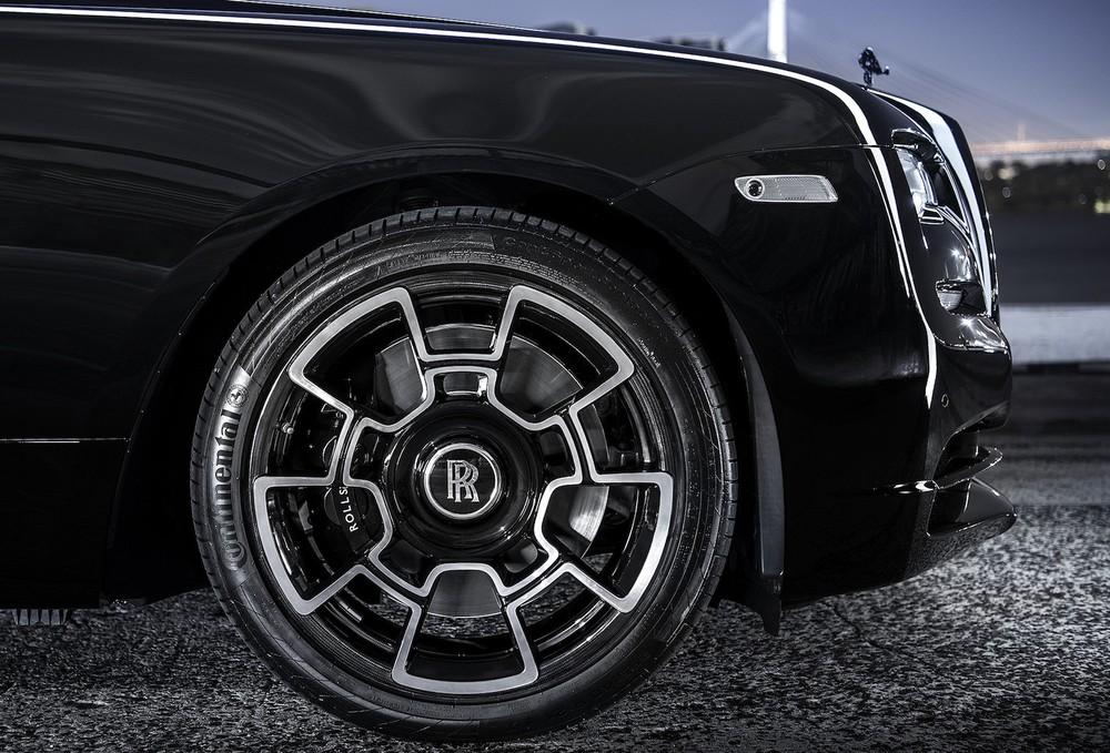 Cận cảnh bộ mâm 22 inch của Rolls-Royce Wraith Black Badge