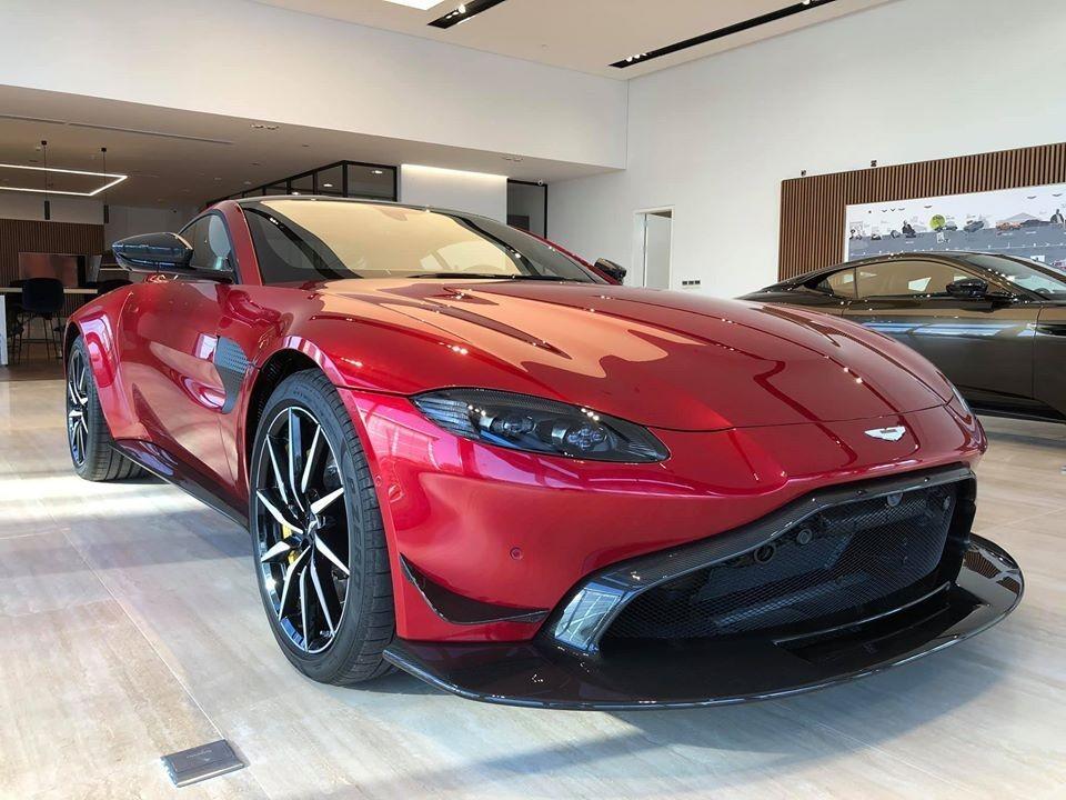 Aston Martin V8 Vantage 2018 màu đỏ độ body kit Aston Martin Vantage AMR