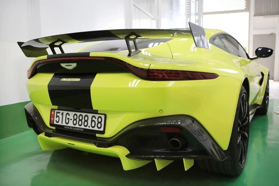 Giá xe Aston Martin Vantage mới nhất tại Việt Nam gần 15 tỷ đồng