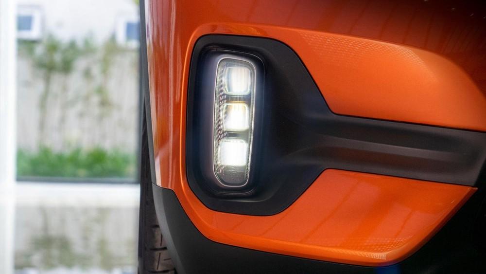 Kia Seltos được trang bị cả đèn sương mù LED trên bản cao cấp nhất còn Hyundai Kona chỉ sử dụng bóng Halogen