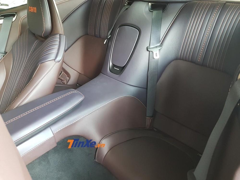 Còn đây là vị trí ngồi của hàng ghế sau trên Aston Martin DB11