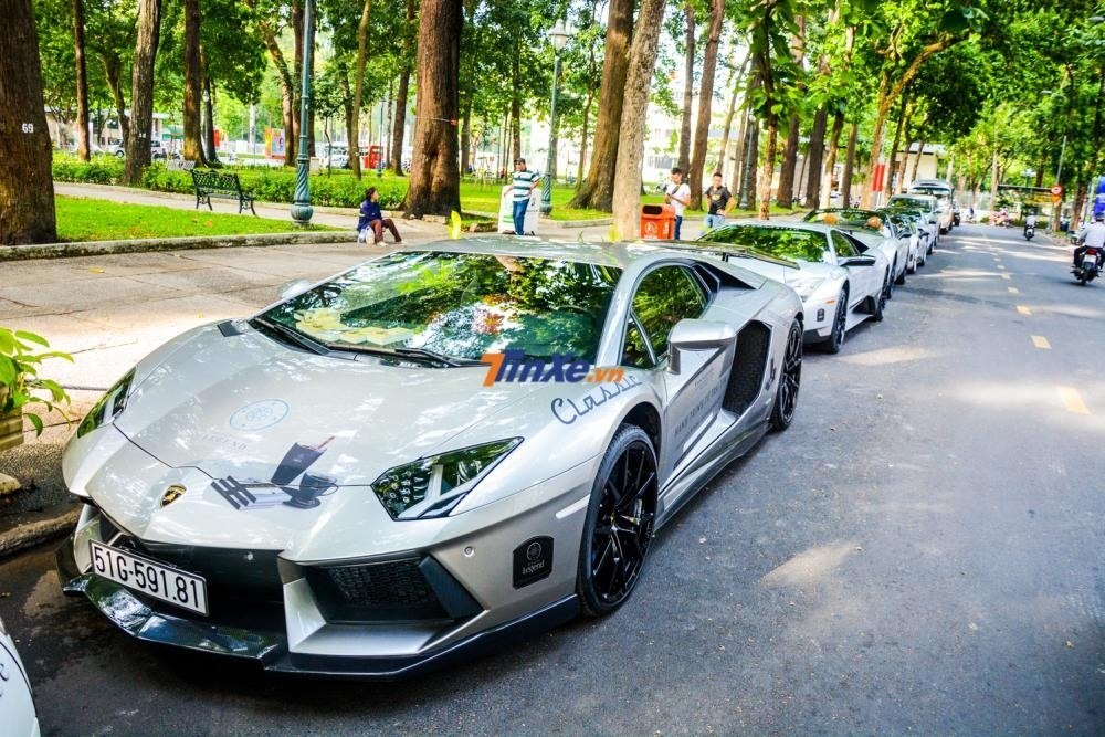 Lamborghini Aventador bạc