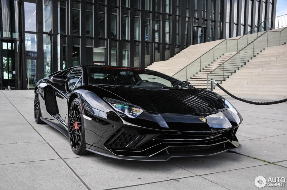 Lamborghini Aventador S đen