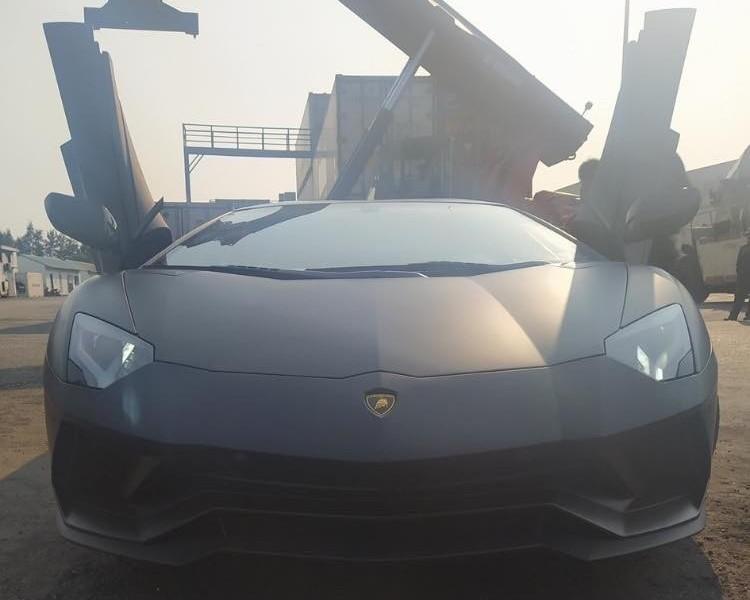 Lamborghini Aventador S đen nhám