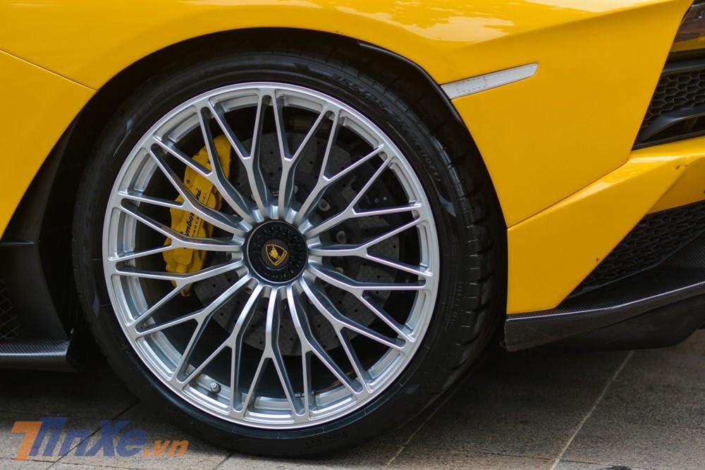 Cận cảnh bộ mâm trên siêu xe Lamborghini Aventador S LP740-4