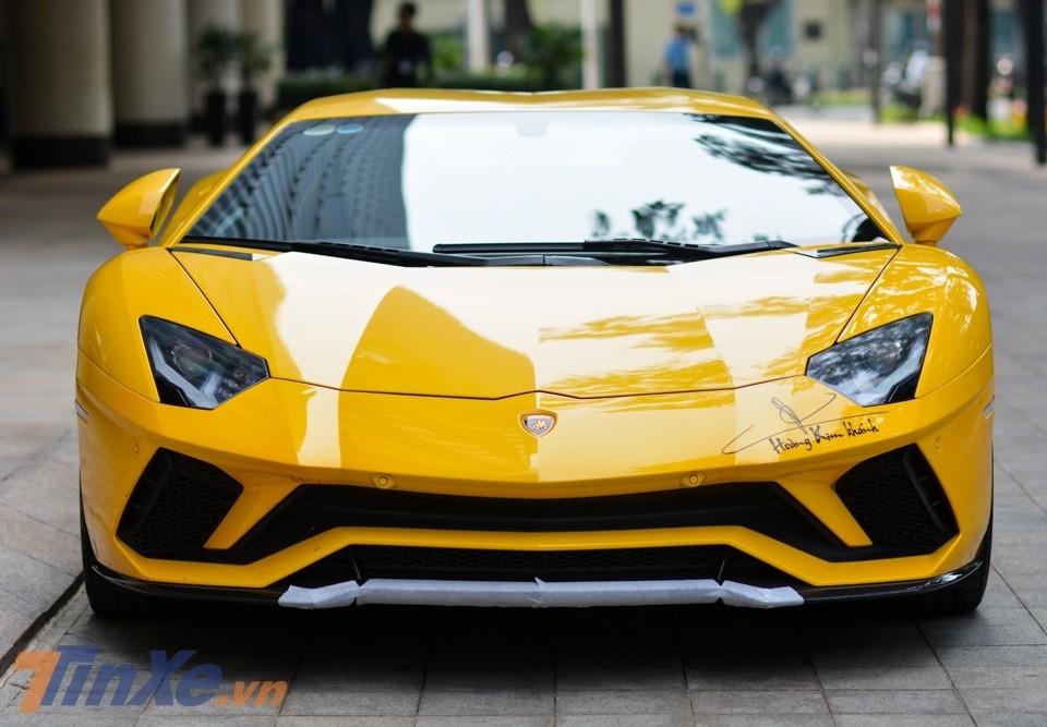 Lamborghini Aventador S vàng