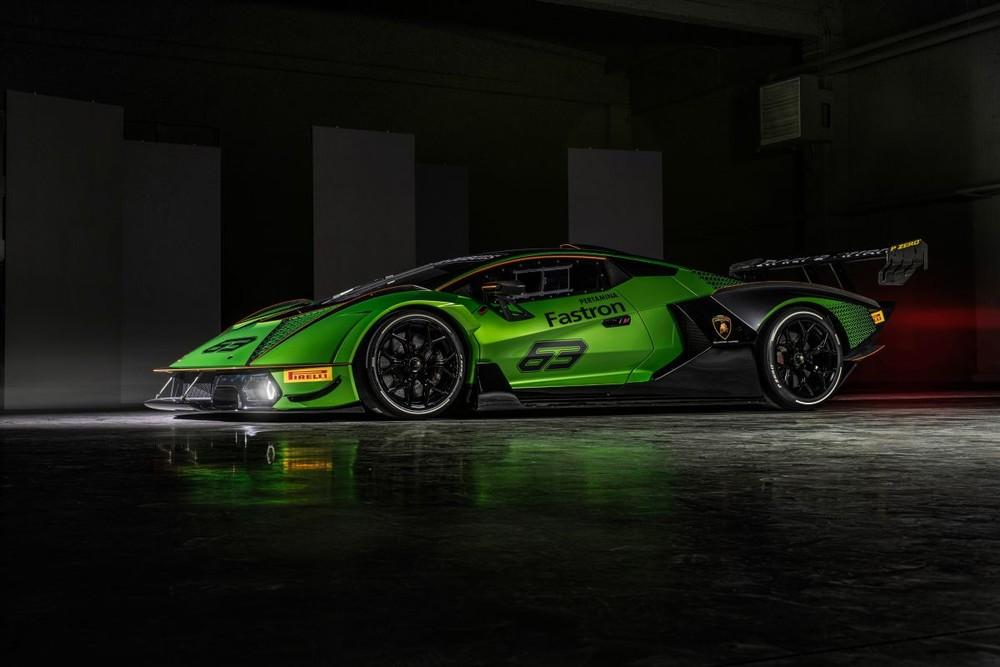 Có 2 điểm nhấn trên mẫu siêu xe dành cho đường đua Lamborghini Essenza SCV12 mà các khách hàng cần phải biết đó chính là việc mẫu xe này chỉ sản xuất giới hạn với 40 chiếc trên toàn thế giới với mức giá chưa được công bố.