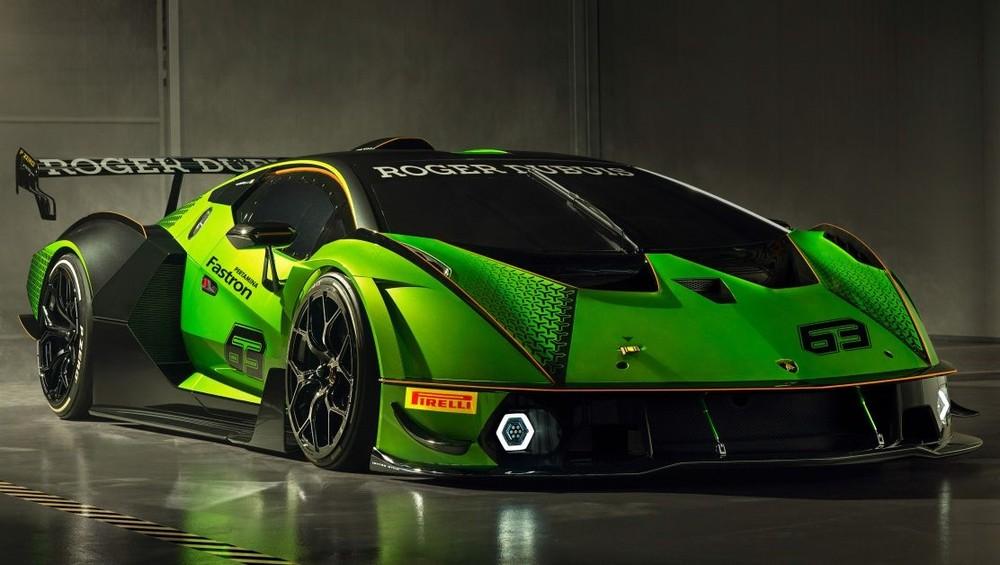 Bộ phận đảm trách đua xe Squadra Corse của hãng Lamborghini đã tạo ra một chiếc xe đua mang tên gọi Essenza SCV12, sau gần một năm giới thiệu chiếc xe SC18 Alston, mẫu xe mở đầu chương trình cá nhân hóa đặc biệt và chương trình đua xe dành cho khách hàng.