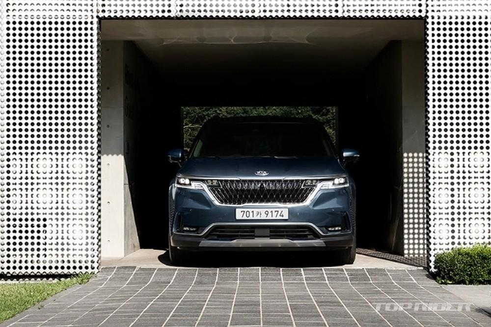 Kia Sedona 2021 có nhiều trang bị an toàn hơn