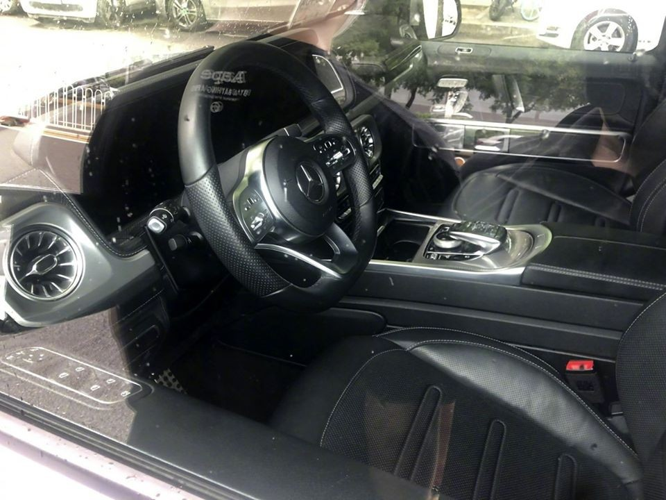 It is unclear specific equipment of the Mercedes-Benz G350