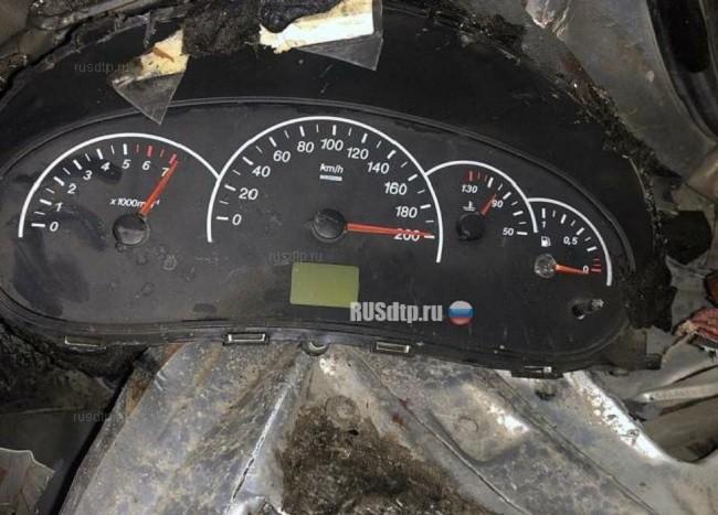 Bảng đồng hồ của một chiếc ô tô rơi tại hiện trường